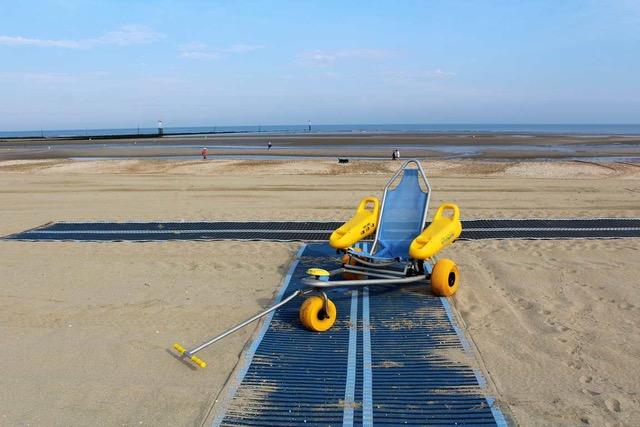Nouveau dispositif sur la plage pour les personnes à mobilité réduite